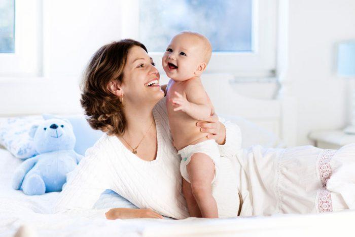 Seu bebê mostra seu amor fazendo você sorrir sem perceber