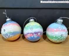 Bolas de Natal transparentes cheias de sal pintado