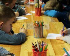 Escola na Irlanda pede aos alunos que pratiquem atos de bondade em vez de lição de casa