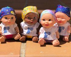 Estas bonecas com o lenço na cabeça estão ajudando as crianças com câncer a sorrir de novo