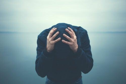 Cinco hábitos de pessoas com ansiedade